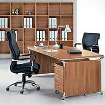 Столы в офисе